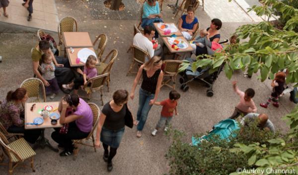 On a créé un lieu convivial pour parents et enfants pour se rendre la vie plus agréable.