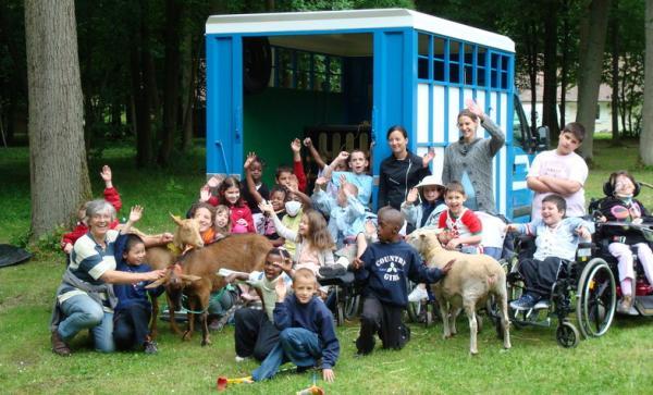 On a décidé d'emmener les animaux vers ceux qui ne peuvent pas se déplacer.