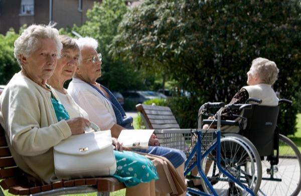 Et si on créait un système de minibus ou vélo-taxi pour permettre aux personnes âgées de faire de courts trajets