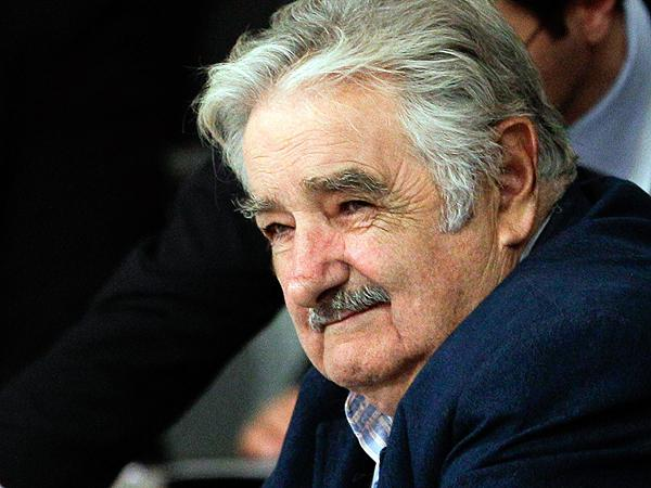 José Mujica, président de l'Uruguay,a décidé de verser 80 % de son salaire de chef d'état à des œuvres caritatives et de vivre avec le salaire moyen de son pays.