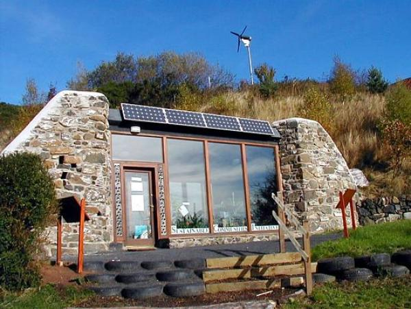Recycling and renewable energies to build your future house.