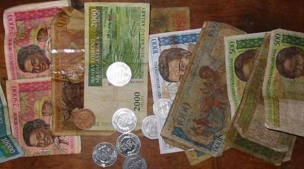 Et si on utilisait deux monnaies de plus pour prendre en compte l'impact humain et environnemental